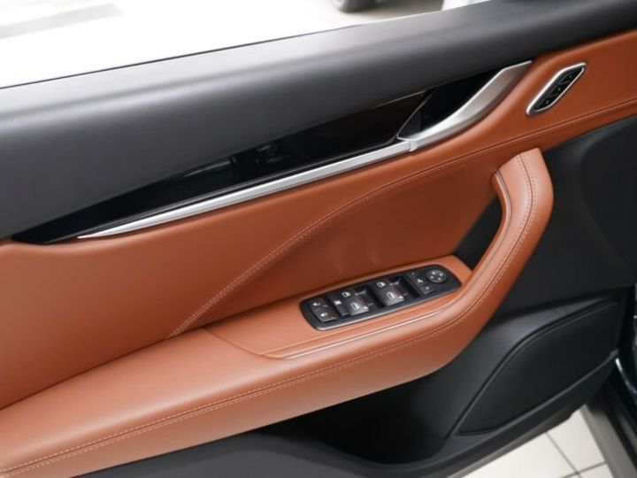 Maserati Levante Maserati Levante 3.0 V6 275 Cv/1ere Main/ToitPanoramique/Garantie 12 Mois noir - 7
