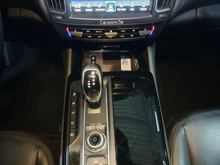 Maserati Levante toit panoramique  noir  - 9