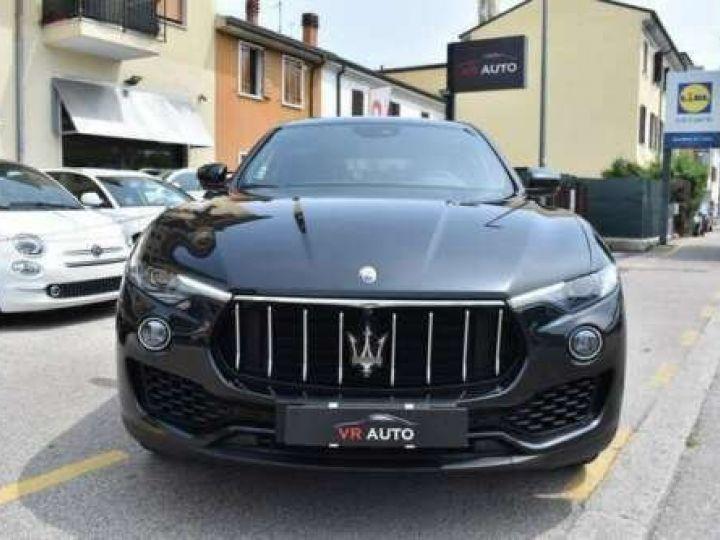 Maserati Levante  V6 Diesel 275 CV AWD FULL OPTION / GPS / TOIT OUVRANT / GARANTIE 12 MOIS Noir métallisée  - 2