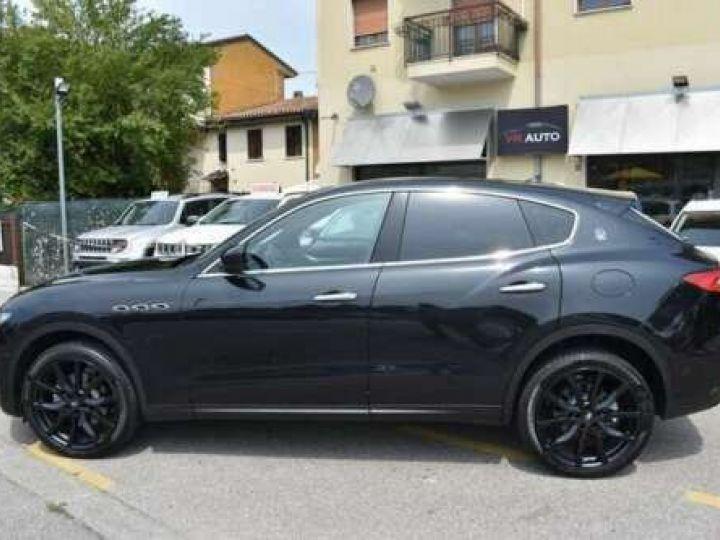 Maserati Levante  V6 Diesel 275 CV AWD FULL OPTION / GPS / TOIT OUVRANT / GARANTIE 12 MOIS Noir métallisée  - 3