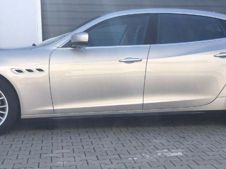Maserati Quattroporte  VI (2) 3.0 V6 S Q4 410 (07/2014) Toit ouvrant Gris/Champagne métal - 2