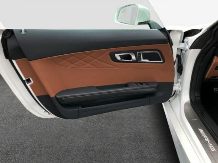 Mercedes AMG GT V8 bi-turbo 4.0  Designo Diamant Weiss - 17