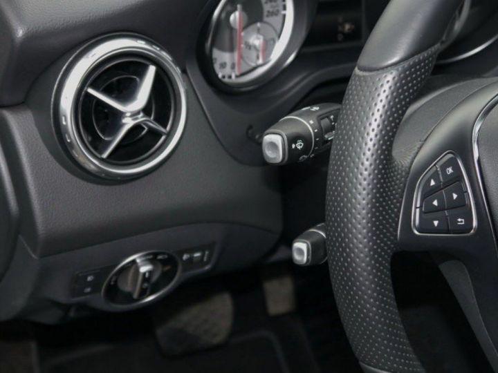 Mercedes CLA 220 d 177 4M 7G-DCT  (12/2015) blanc cirrus - 9