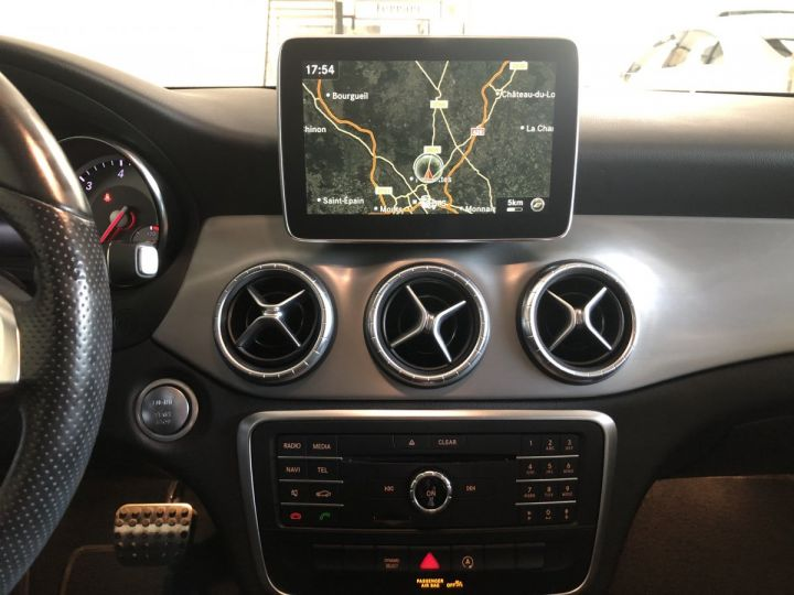 Mercedes CLA Shooting Brake 180D FASCINATION 7G-DCT Blanc - 15