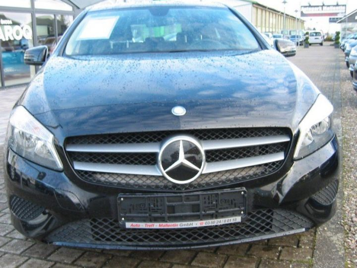 Mercedes Classe A 180 BlueEfficiency 122cv (03/2014) noir metal - 3