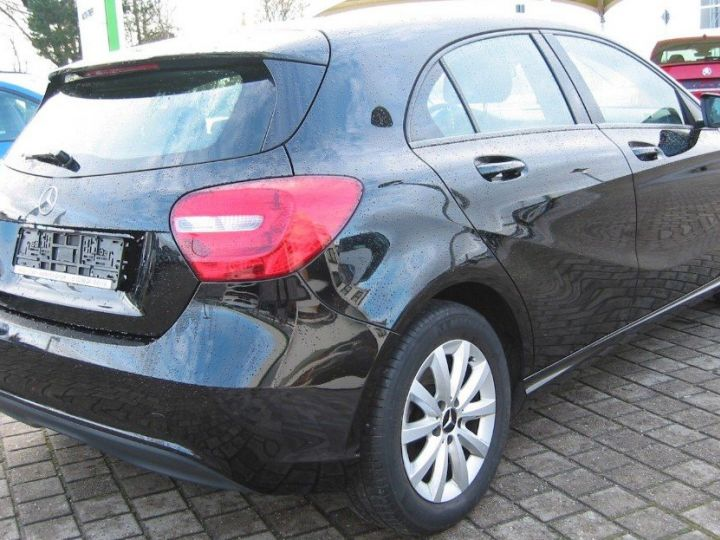 Mercedes Classe A 180 BlueEfficiency 122cv (03/2014) noir metal - 5