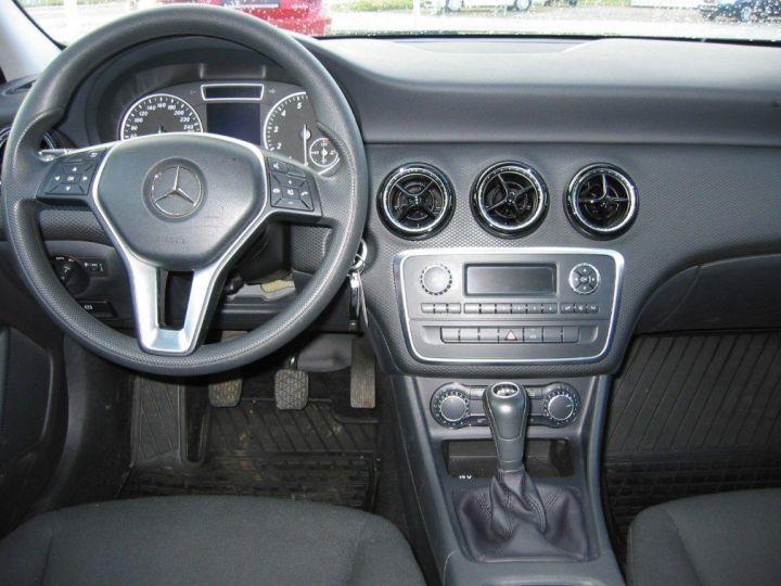 Mercedes Classe A 180 BlueEfficiency 122cv (03/2014) noir metal - 9