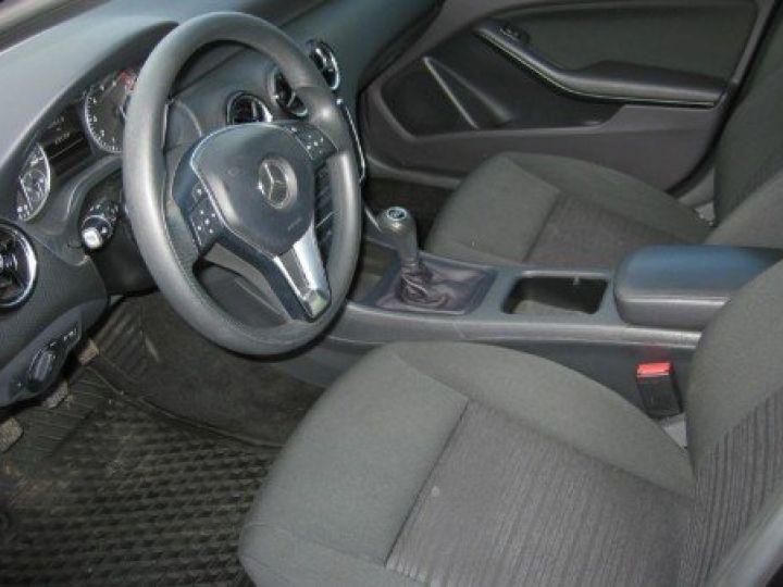 Mercedes Classe A 180 BlueEfficiency 122cv (03/2014) noir metal - 14