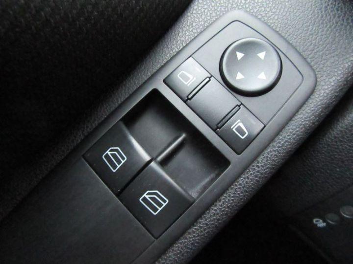 Mercedes Classe A W169 200 CDI AVANTGARDE 5P BLEU FONCÉ Occasion - 9