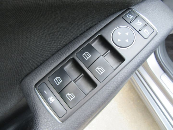 Mercedes Classe A W176 200 D BUSINESS 7G-DCT GRIS FONCE Occasion - 12