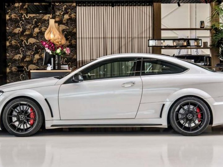 Mercedes Classe C 63 AMG COUPE BLACK SERIES Blanc - 2