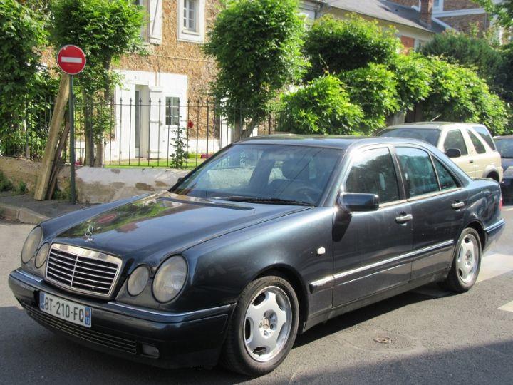 Mercedes Classe E 300TD AVANTGARDE BA NOIR Occasion - 1