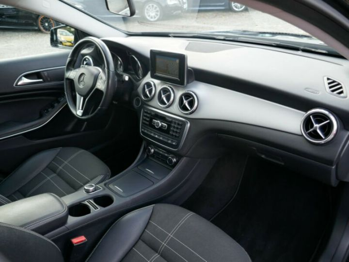Mercedes Classe GLA 220 CDI 4MATIC 7G-DTC NOIR - 8