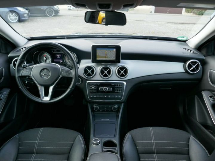 Mercedes Classe GLA 220 CDI 4MATIC 7G-DTC NOIR - 10
