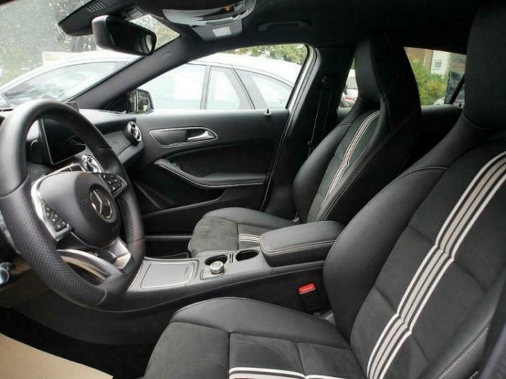 Mercedes Classe GLA # GLA 220 d Sport # Ligne AMG/Harman # 177cv # Blanc - 8