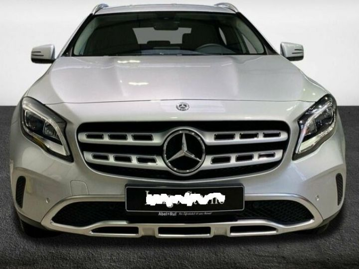 Mercedes Classe GLA Mercedes Classe GLA 220d / 1ere Main / 8500Kms  Argenté Peinture métallisée - 2