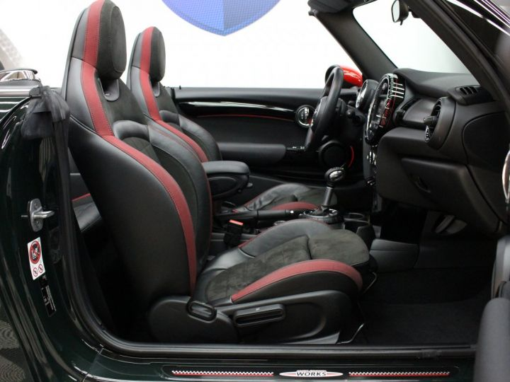Mini Cooper CABRIOLET JCW FINITION EXCLUSIVE DESIGN / GPS / PROJECTEURS FULL LED / VERT BRITISH RACING GREEN  Occasion - 11