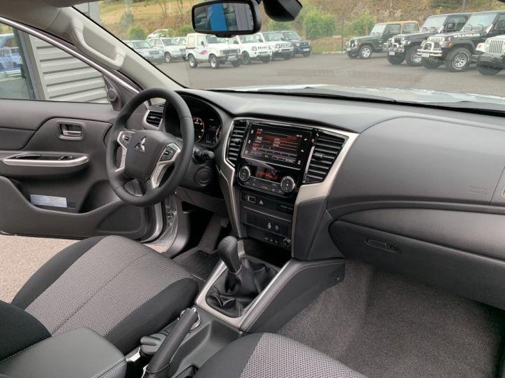 Mitsubishi L200 Club Cab 2.2 L DID 150 CV intense Gris - 11