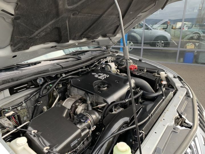 Mitsubishi L200 Double cabine 2.5 L DID 178 CV Intense Gris clair - 6
