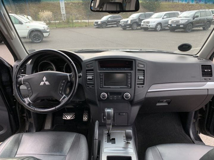 Mitsubishi PAJERO 3.8 L V6 Essence GDI 248 CV Instyle BVA Noir - 13