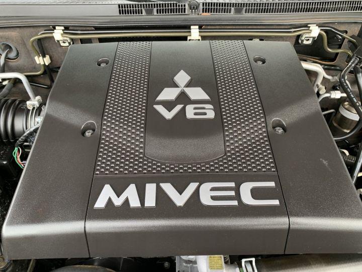 Mitsubishi PAJERO 3.8 L V6 Essence GDI 250 CV Long Instyle BVA Noir - 9