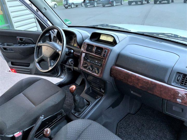 Mitsubishi PAJERO PININ 2 L GDI Essence 130 CV 5 portes  Gris Clair - 14