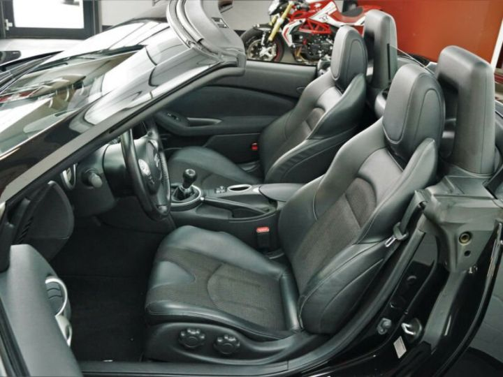 Nissan 370Z Pack noir SANTORINI - 5