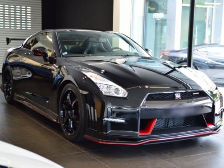 Nissan GT-R Nismo noir - 2