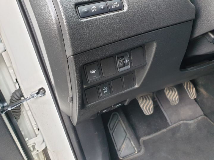 Nissan Qashqai ii 2 1.6 t 163 connecta bv6 Blanc Occasion - 15