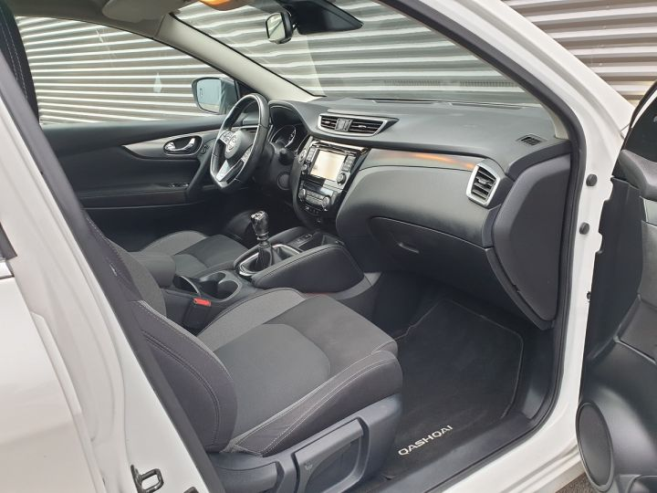 Nissan Qashqai ii 2 1.6 t 163 connecta bv6 Blanc Occasion - 17