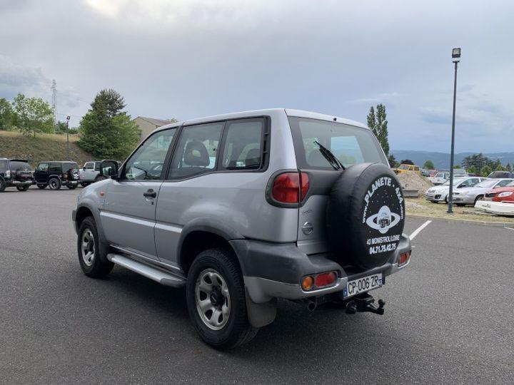 Nissan TERRANO 2.7 L TDI 125 CV Sport Gris clair - 5