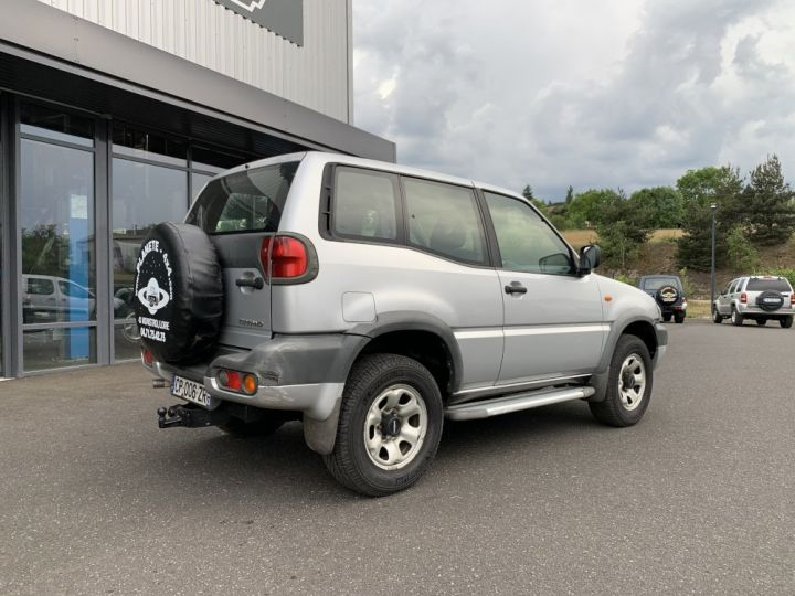 Nissan TERRANO 2.7 L TDI 125 CV Sport Gris clair - 6