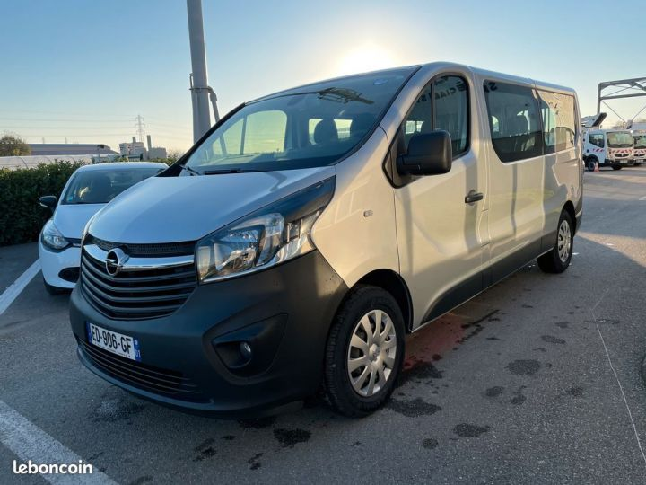 Opel Vivaro biturbo l2h1 9 places 2017  - 2