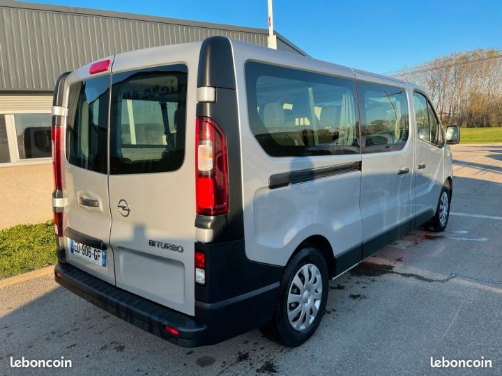 Opel Vivaro biturbo l2h1 9 places 2017  - 4