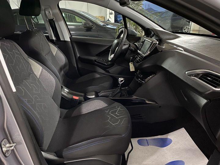 Peugeot 2008 1.2 PURETECH 110CH E6.C SIGNATURE S&S Gris C - 9