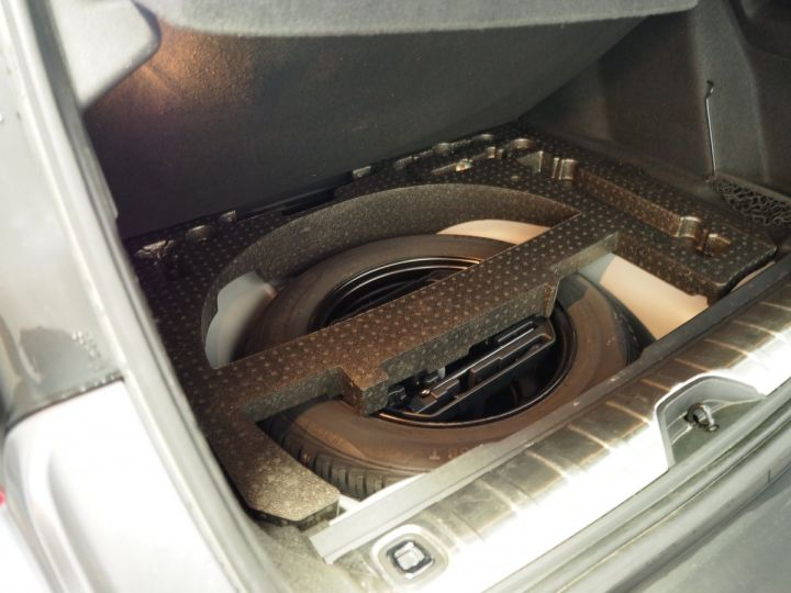 Peugeot 2008 1.2 PURETECH  ALLURE 130 E6 Gris ARTENSE - 18