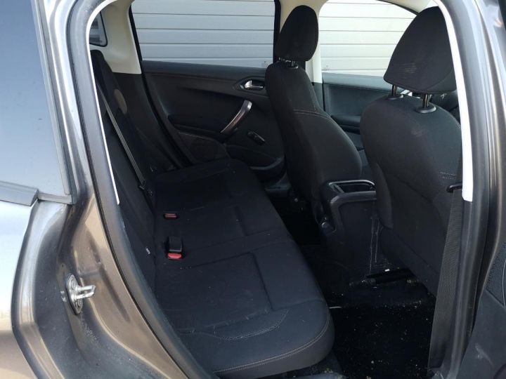 Peugeot 2008 1.2 VTI 82 STYLE o Gris Occasion - 14
