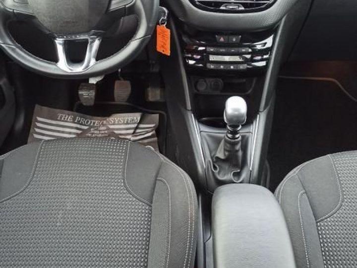Peugeot 208 1.5 bluehdi 100 allure Gris - 4
