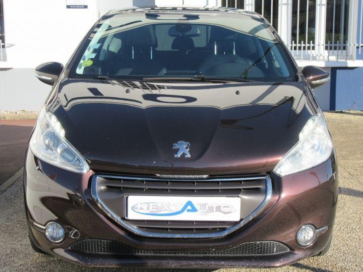 Peugeot 208 1.6 E-HDI115 FAP ICE VELVET 3P Bordeau Occasion - 6