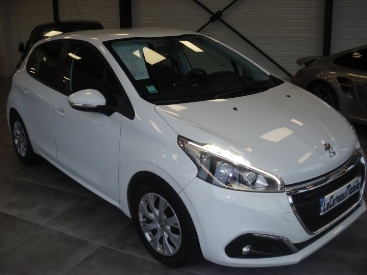 Peugeot 208 HDI 100 CV blanc - 3