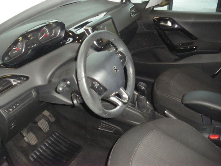 Peugeot 208 HDI 100 CV blanc - 4
