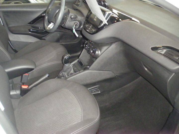 Peugeot 208 HDI 100 CV blanc - 8