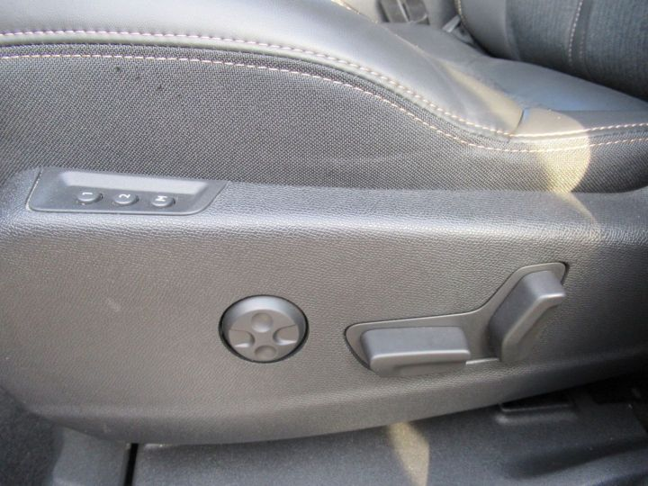 Peugeot 3008 1.6 BLUEHDI 120CH GT LINE S&S EAT6 Gris Fonce - 11