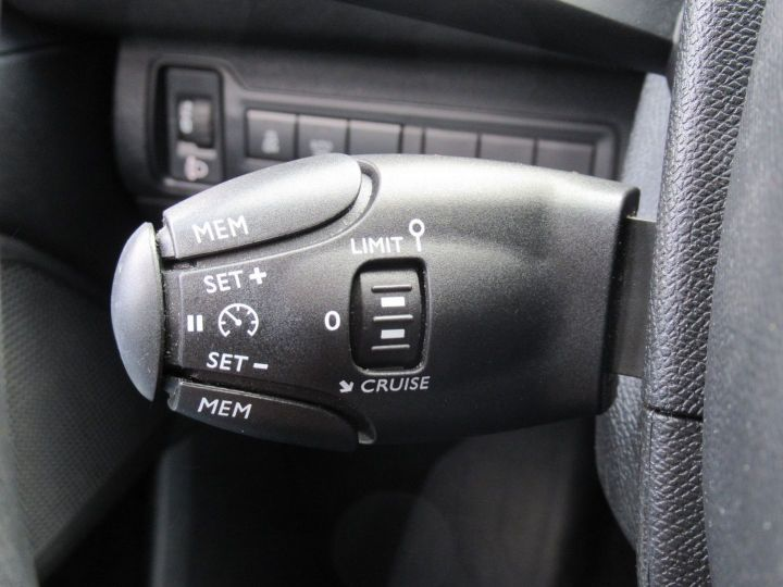 Peugeot 308 1.6 BLUEHDI 100CH S&S PACK CLIM NAV Blanc - 16
