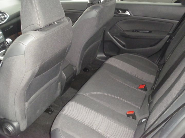 Peugeot 308 II 1.5 BlueHDi 130 1499 130cv ALLURE NOIR - 4