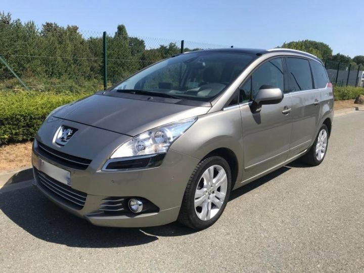 Peugeot 5008 1.6 HDI 112 ALLURE 7PL Gris Occasion - 1