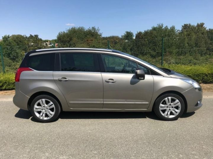 Peugeot 5008 1.6 HDI 112 ALLURE 7PL Gris Occasion - 6