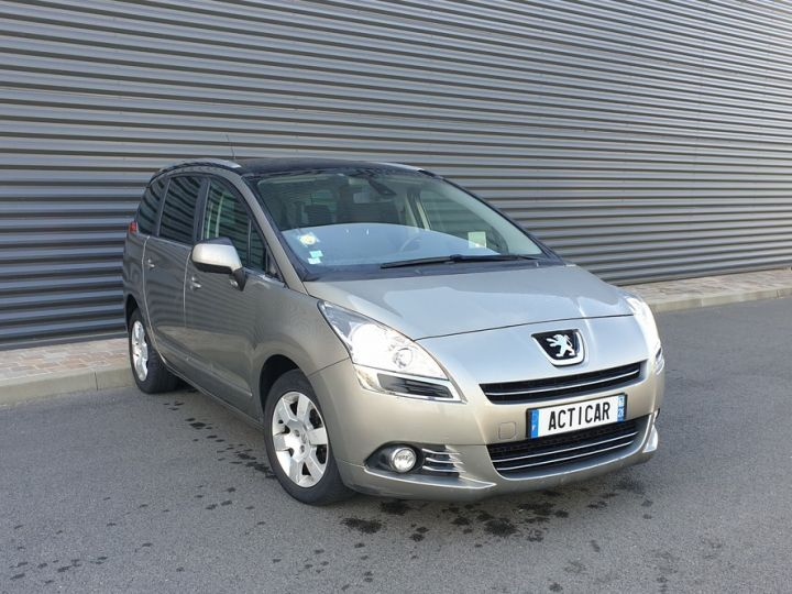 Peugeot 5008 1.6 hdi 115 family 7 places Beige Occasion - 2