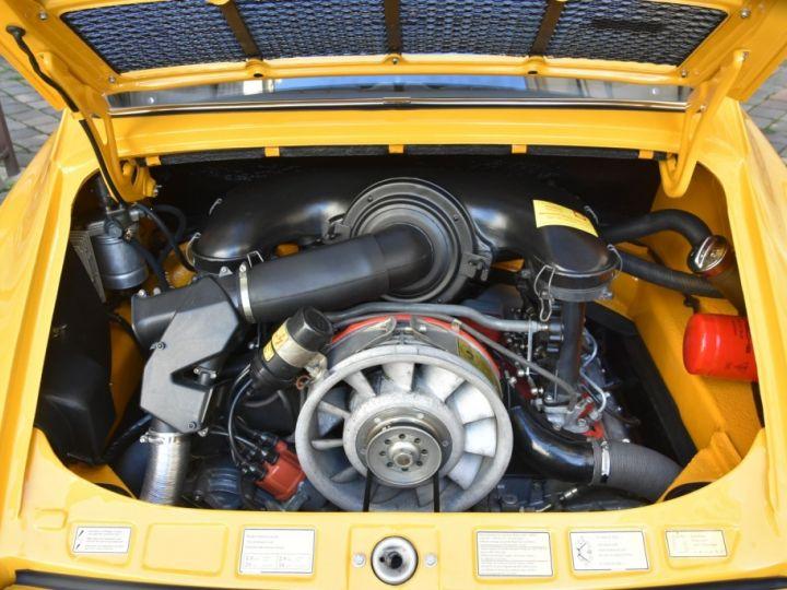 Porsche 911 2.4 S état Concours Jaune Signal - 15