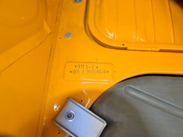 Porsche 911 2.4 S état Concours Jaune Signal - 16